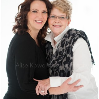 image: Modern Beauty portrait session with a beautiful mother and daughter by Chicagoland photographer Alise Kowalski